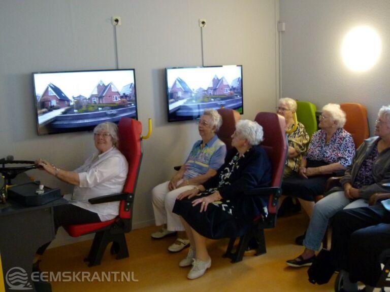 Bijzondere bus in Damsterheerd laat bewoners genieten
