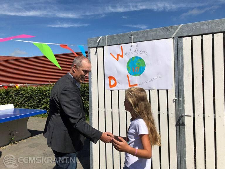 Opening van de Bibliotheek op School op OBS Jan Ligthart in Delfzijl