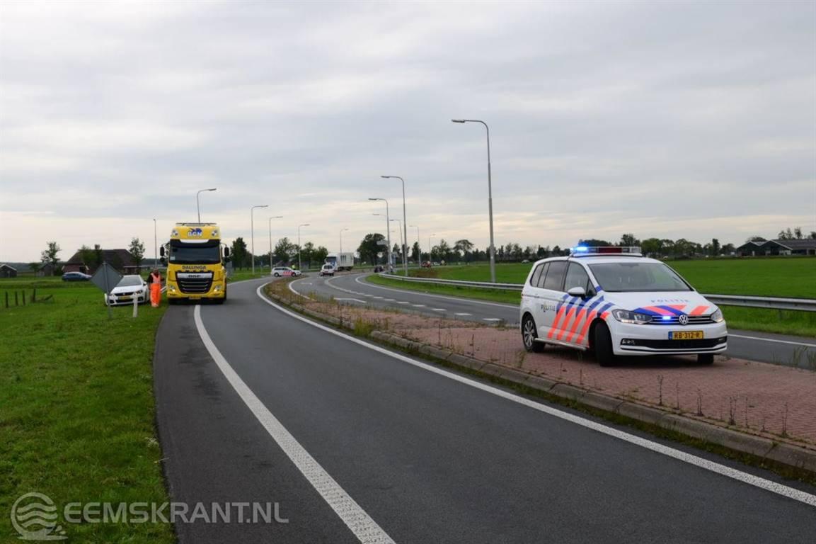 N33 bij Holwierde afgesloten na ongeluk tussen twee voertuigen - Eemskrant